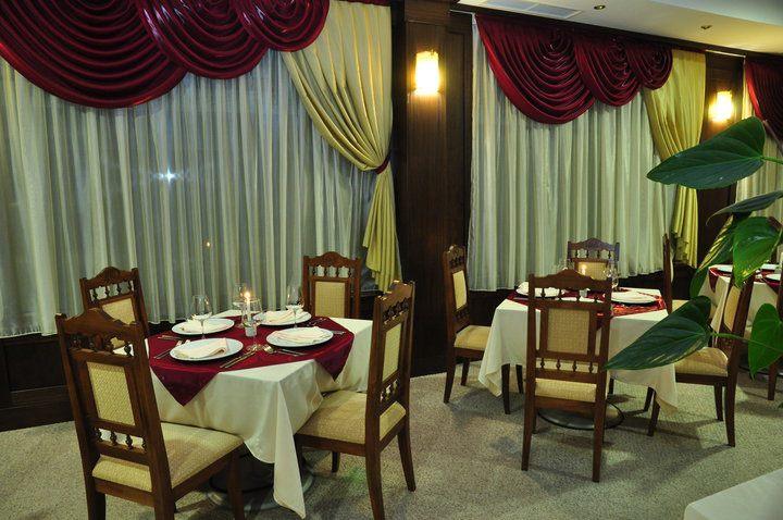 Основен ресторант в класически стил